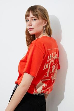 TRENDYOLMİLLA Kırmızı Boyfriend Örme T-Shirt TWOSS21TS1955