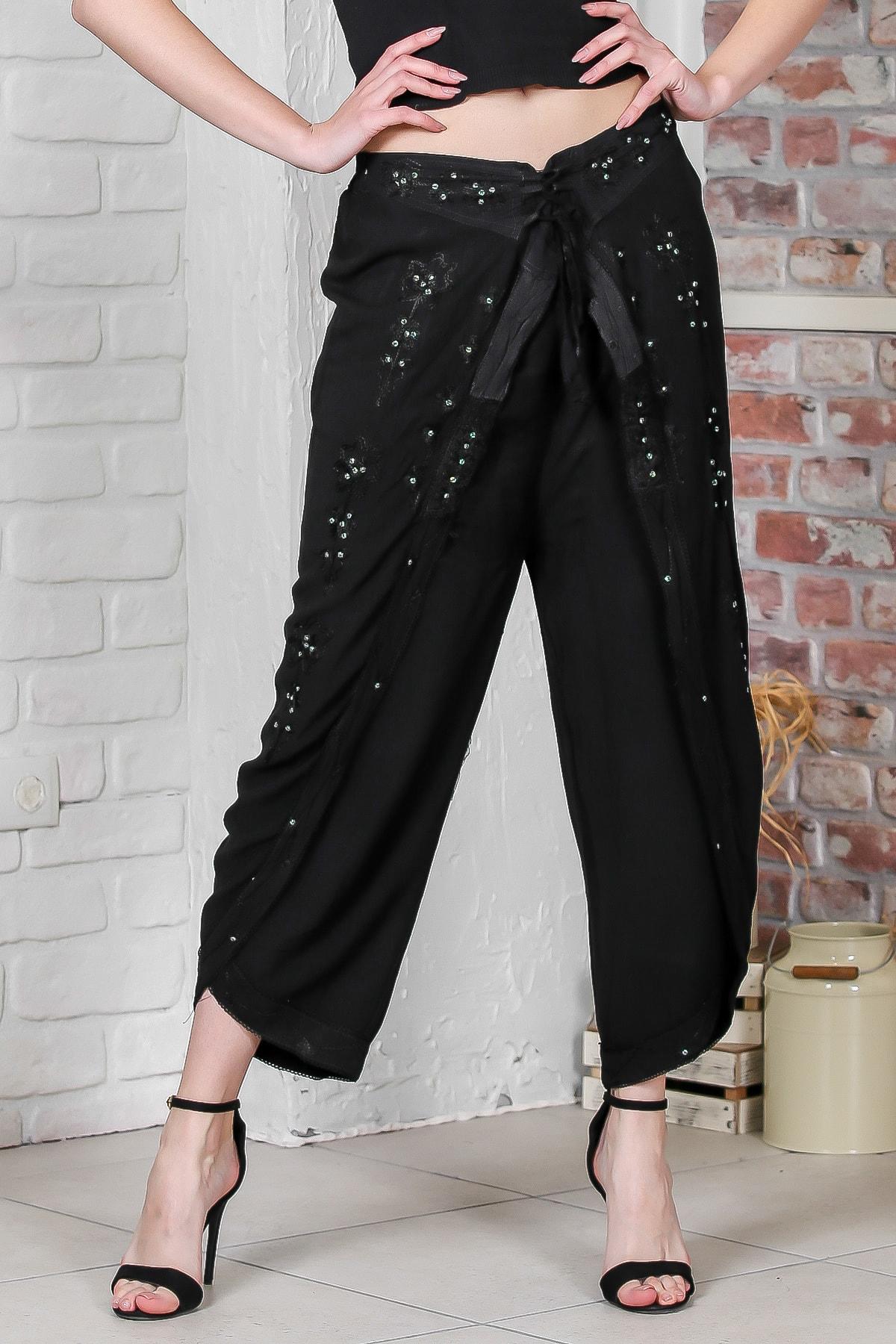 Chiccy Kadın Siyah Zarf Kapaklı Çiçek Nakışlı Taş İşlemeli Dokuma Pantolon M10060000PN98874