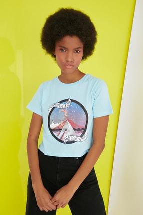 TRENDYOLMİLLA Mavi Baskılı Crop Örme T-Shirt TWOSS20TS1249