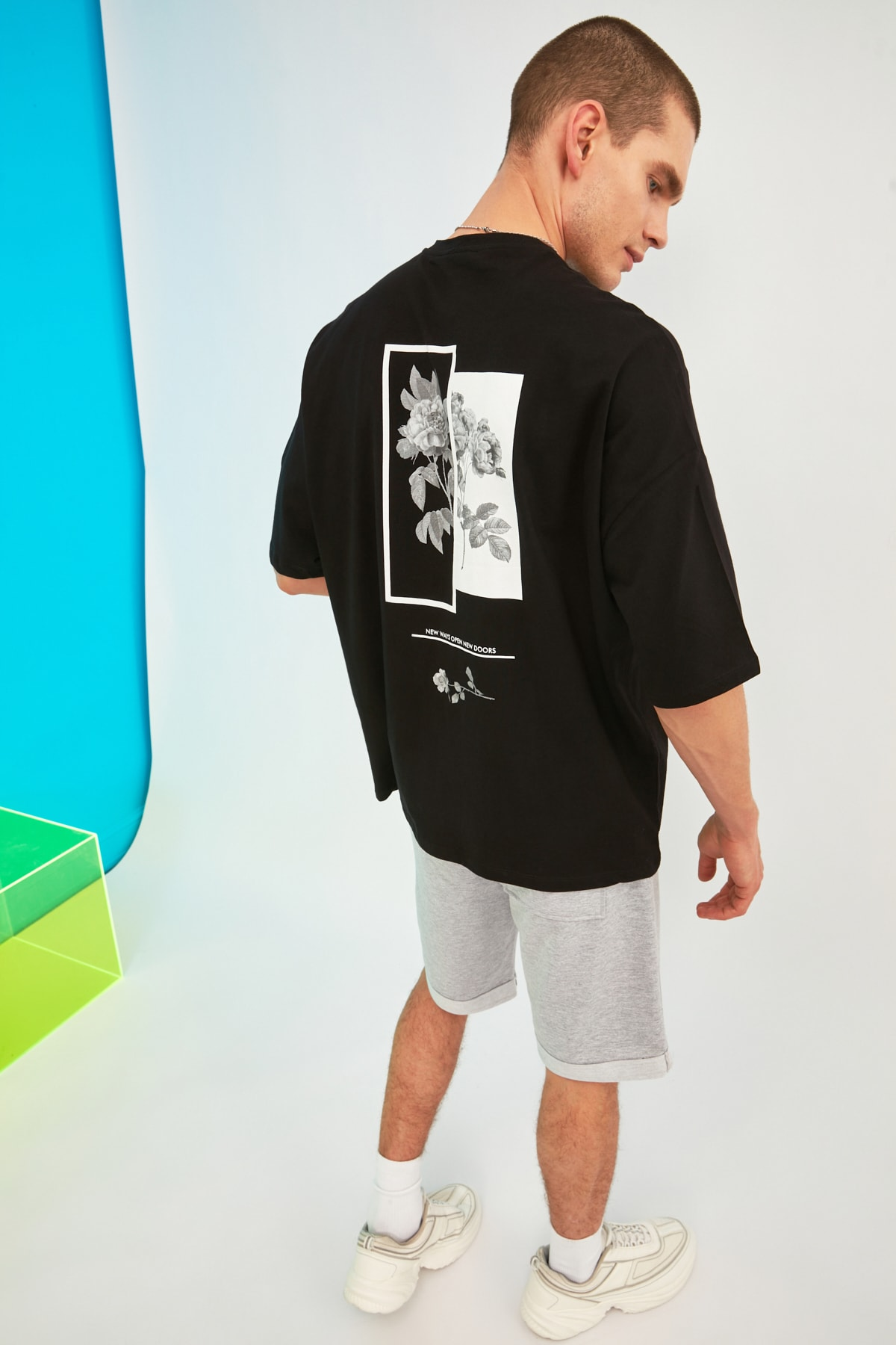 TRENDYOL MAN Siyah Erkek Oversize Bisiklet Yaka Baskılı Kısa Kollu T-Shirt TMNSS21TS1223 1