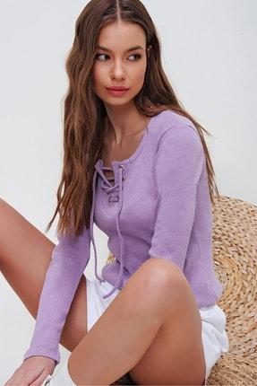 Trend Alaçatı Stili Kadın Lila Kuş Gözlü Yakası Bağcıklı Fitilli Bluz ALC-X5883
