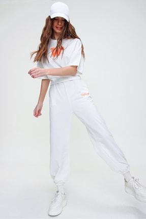 Trend Alaçatı Stili Kadın Beyaz W Baskılı Eşofman Takımı ALC-X5889