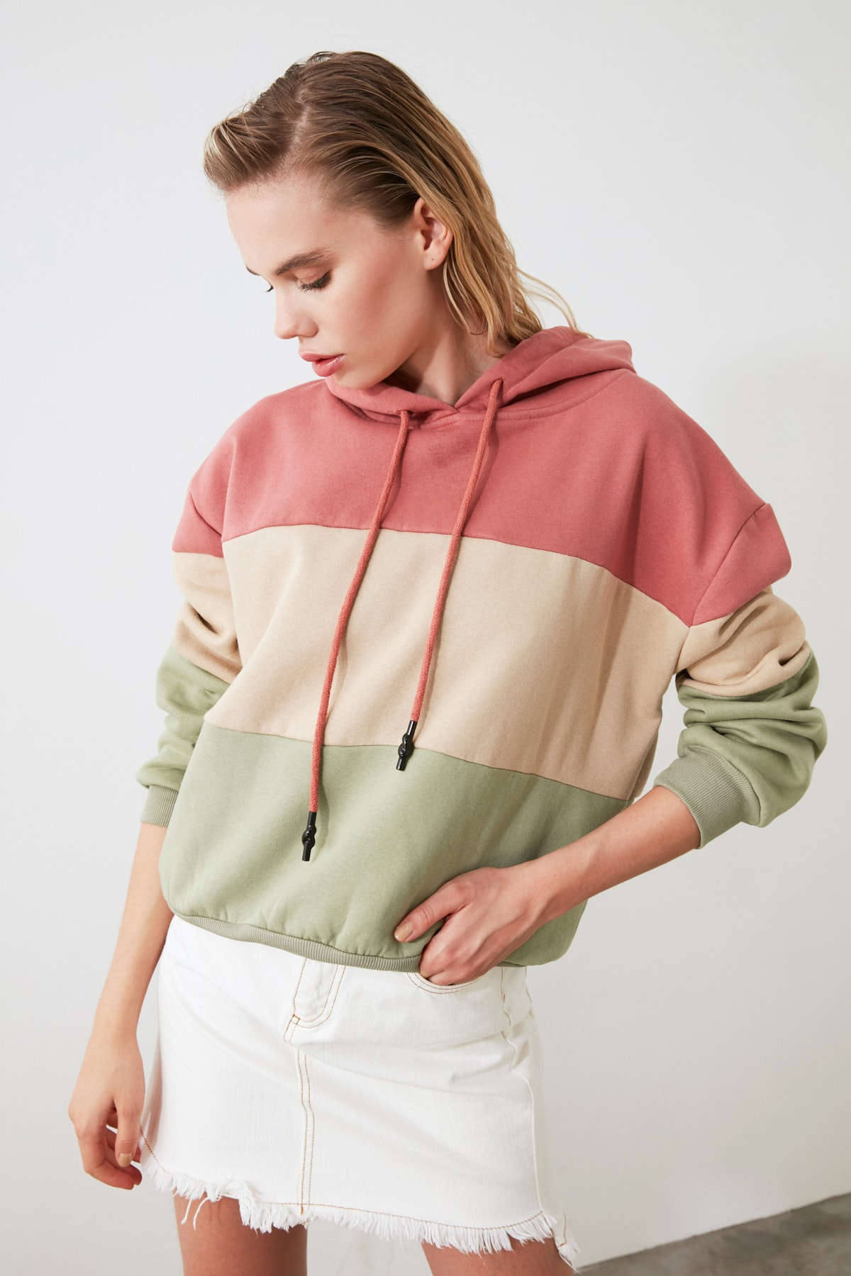 TRENDYOLMİLLA Pembe Renk Bloklu Kapüşonlu Basic Örme Sweatshirt TWOAW20SW0792 2