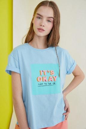 TRENDYOLMİLLA Mavi Baskılı Semi-Fitted Örme T-Shirt TWOSS20TS0436