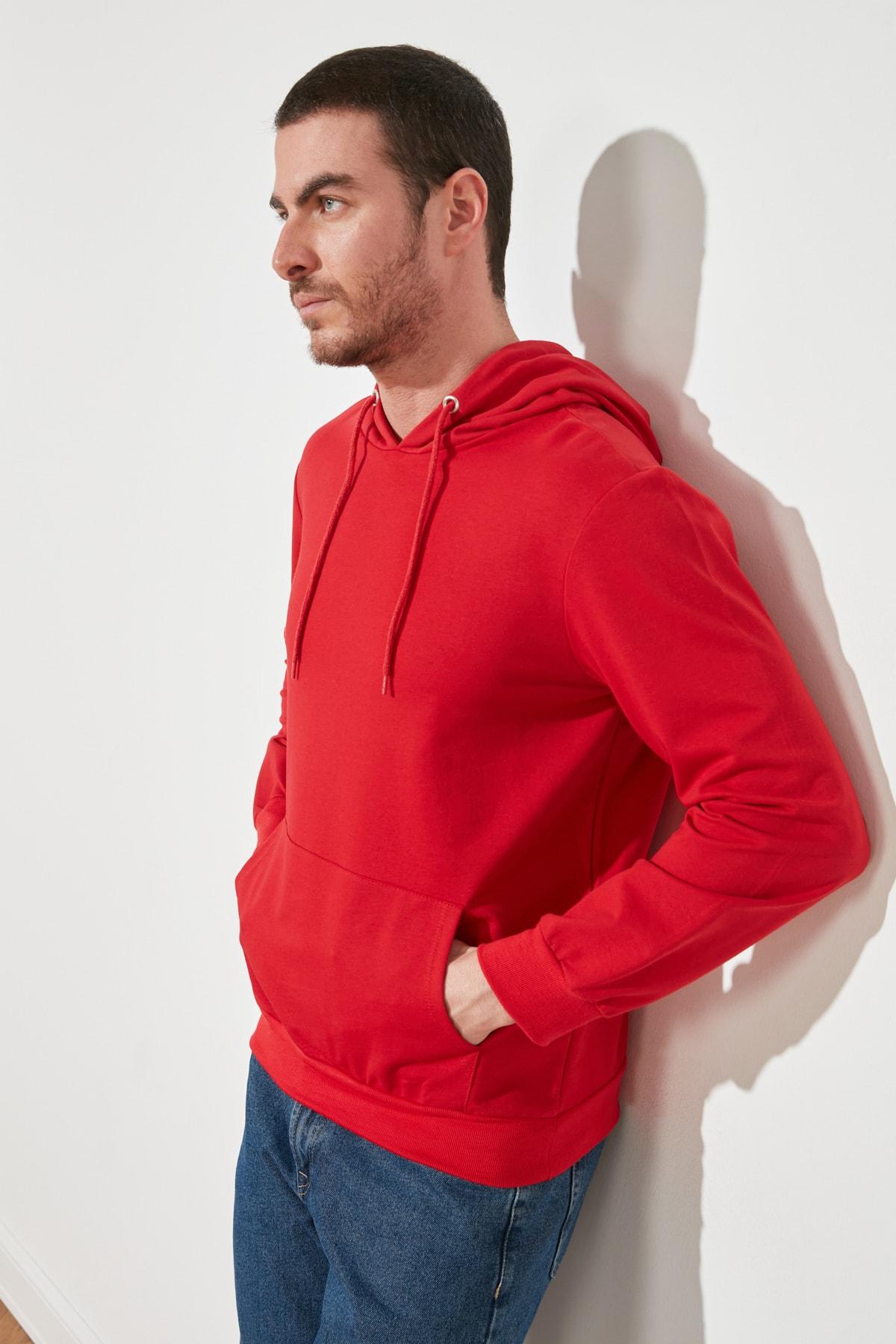 TRENDYOL MAN Kırmızı Erkek Regular Fit Kapüşonlu Kanguru Cepli Uzun Kollu Basic Sweatshirt TMNAW20SW0162 1