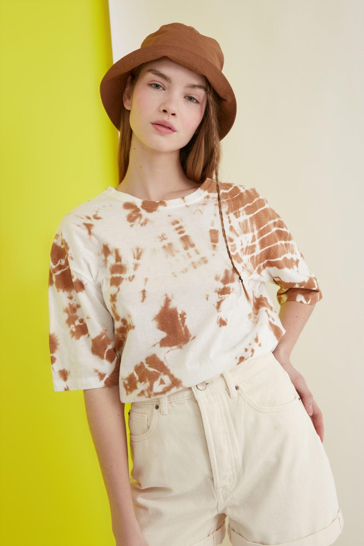 TRENDYOLMİLLA Camel Batik Desen Loose Örme T-Shirt TWOSS21TS0978 2