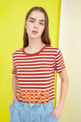 TRENDYOLMİLLA Turuncu Sloganlı Crop Örme T-Shirt TWOSS21TS0655