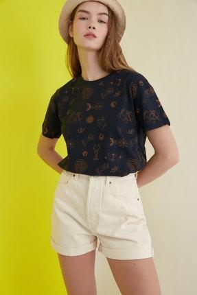 TRENDYOLMİLLA Lacivert Baskılı Semifitted Örme T-Shirt TWOSS20TS1191