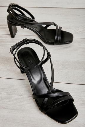 Bambi Siyah Kadın Klasik Topuklu Ayakkabı K05575000109