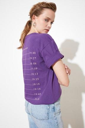 TRENDYOLMİLLA Mor Ön ve Sırt Baskılı Loose Örme T-Shirt TWOSS21TS0740