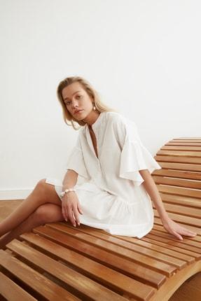 TRENDYOLMİLLA Beyaz Düğmeli Plaj Elbisesi TBESS20EL0873