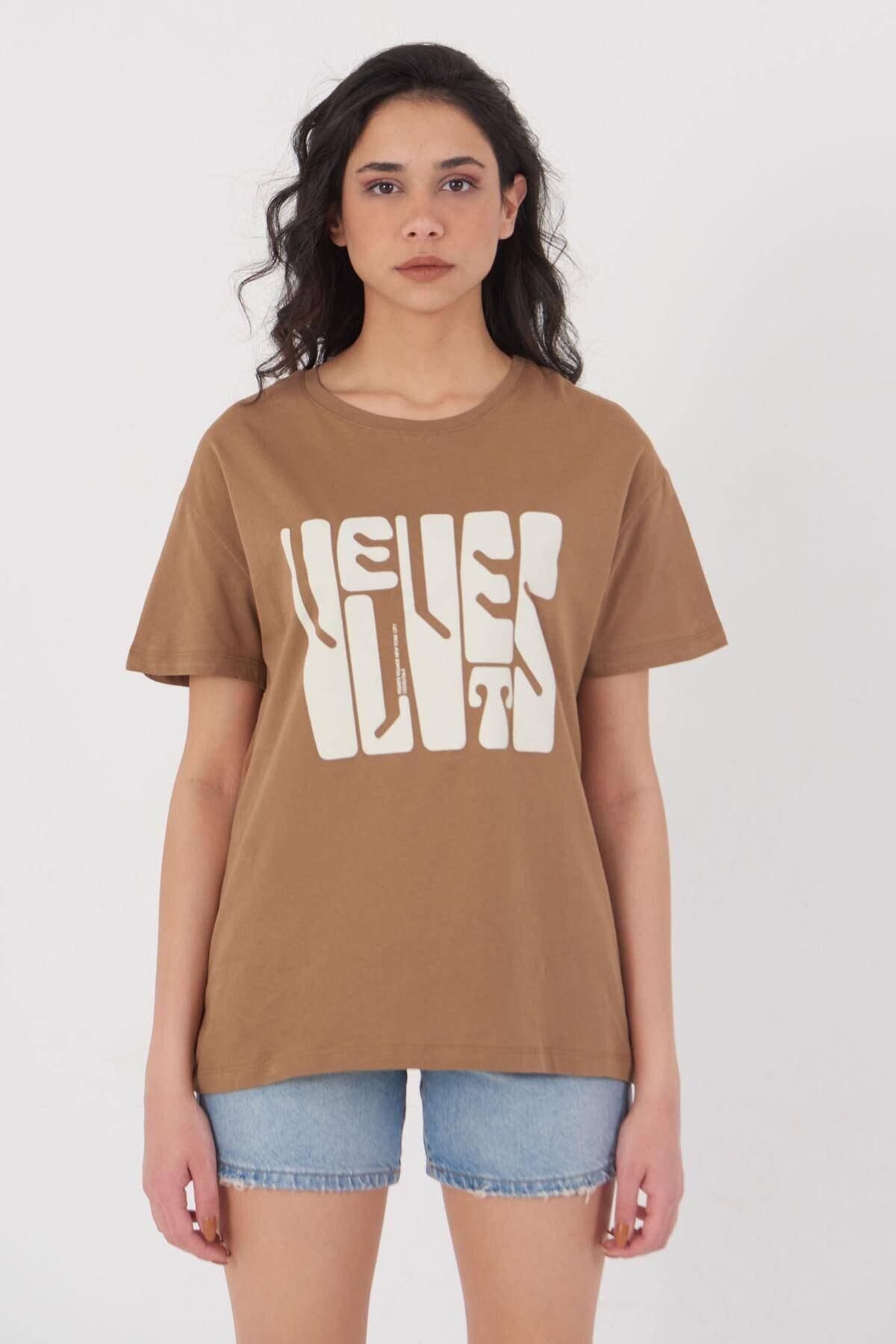 Addax Kadın Kahve Baskılı T-Shirt P4013 - U2 Adx-0000023901