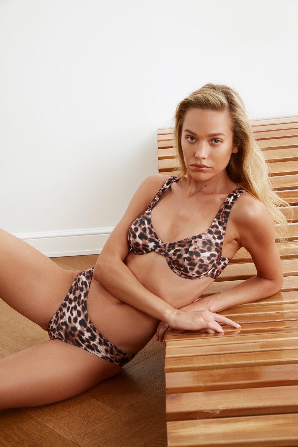 TRENDYOLMİLLA Leopar Desenli Normal Bel Bikini Altı TBESS21BA0025 1