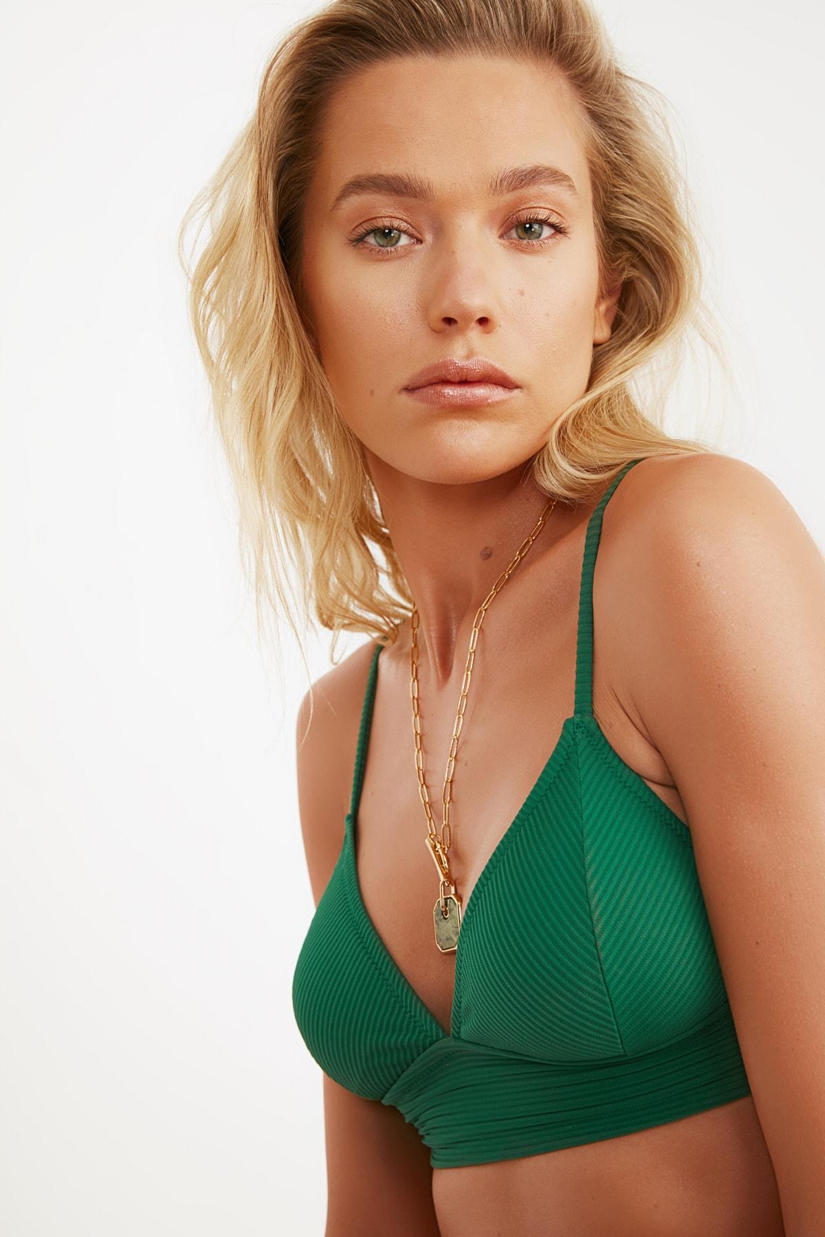 TRENDYOLMİLLA Yeşil Üçgen Bikini Üstü TBESS21BU0085 2