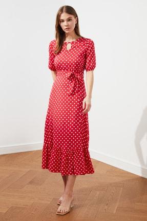 TRENDYOLMİLLA Kırmızı Kuşaklı Puantiyeli  Elbise TWOSS19XM0064