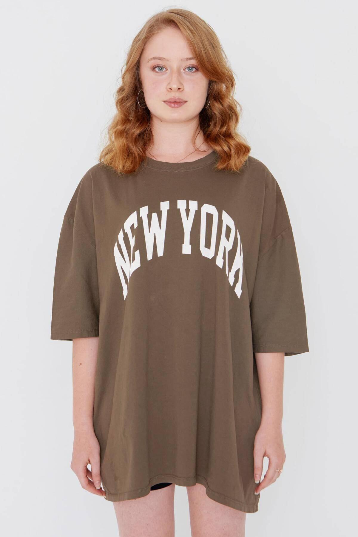 Addax Kadın Kahve Yazı Detaylı T-Shirt P9548 - W7 Adx-0000023963