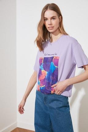 TRENDYOLMİLLA Lila Baskılı Boyfriend Örme T-Shirt TWOSS20TS1206