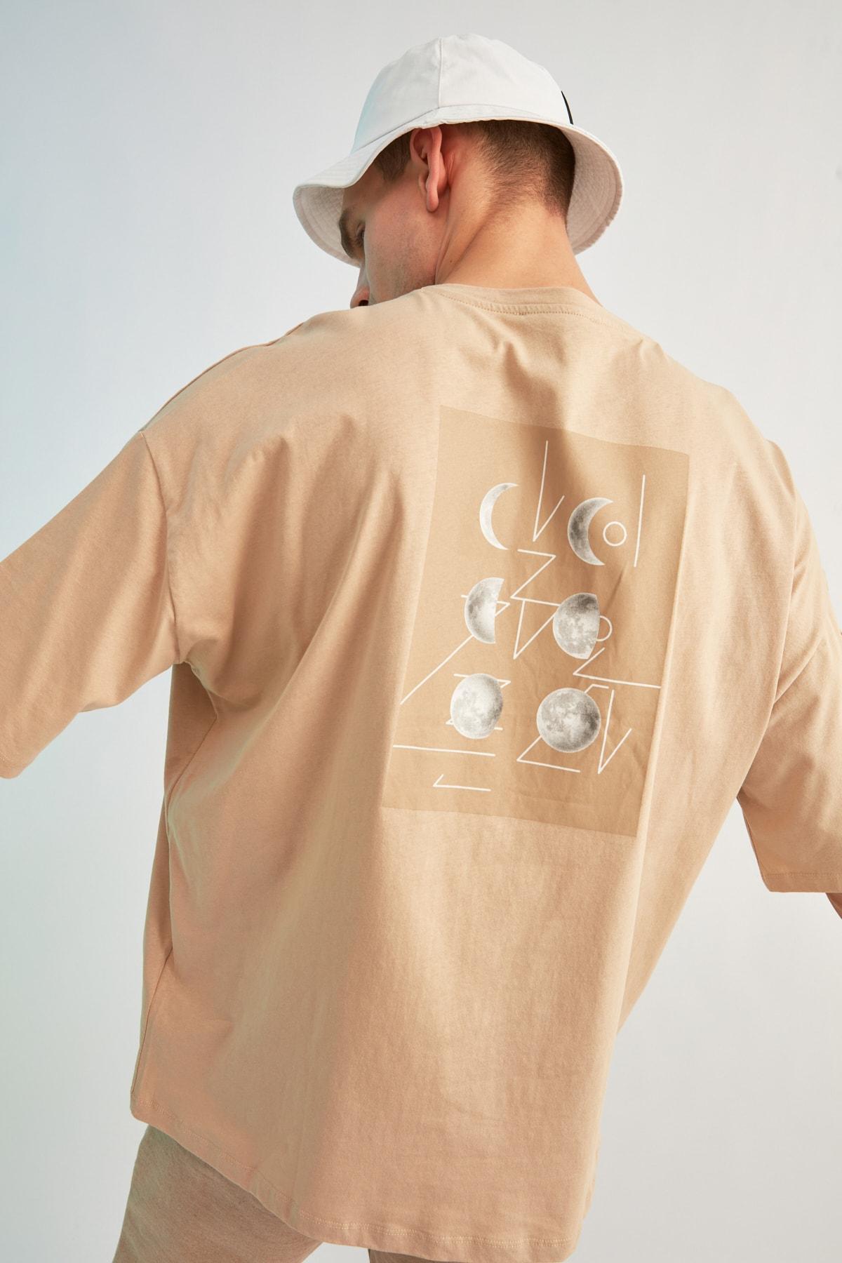 TRENDYOL MAN Bej Erkek Kısa Kollu Sırt Baskılı Oversize T-Shirt TMNSS21TS0617 2