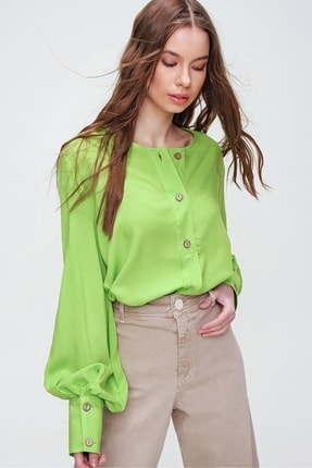Trend Alaçatı Stili Kadın Fıstık Yeşili Bisiklet Yaka Önü Düğmeli Manşetli Dokuma Bluz ALC-X5933