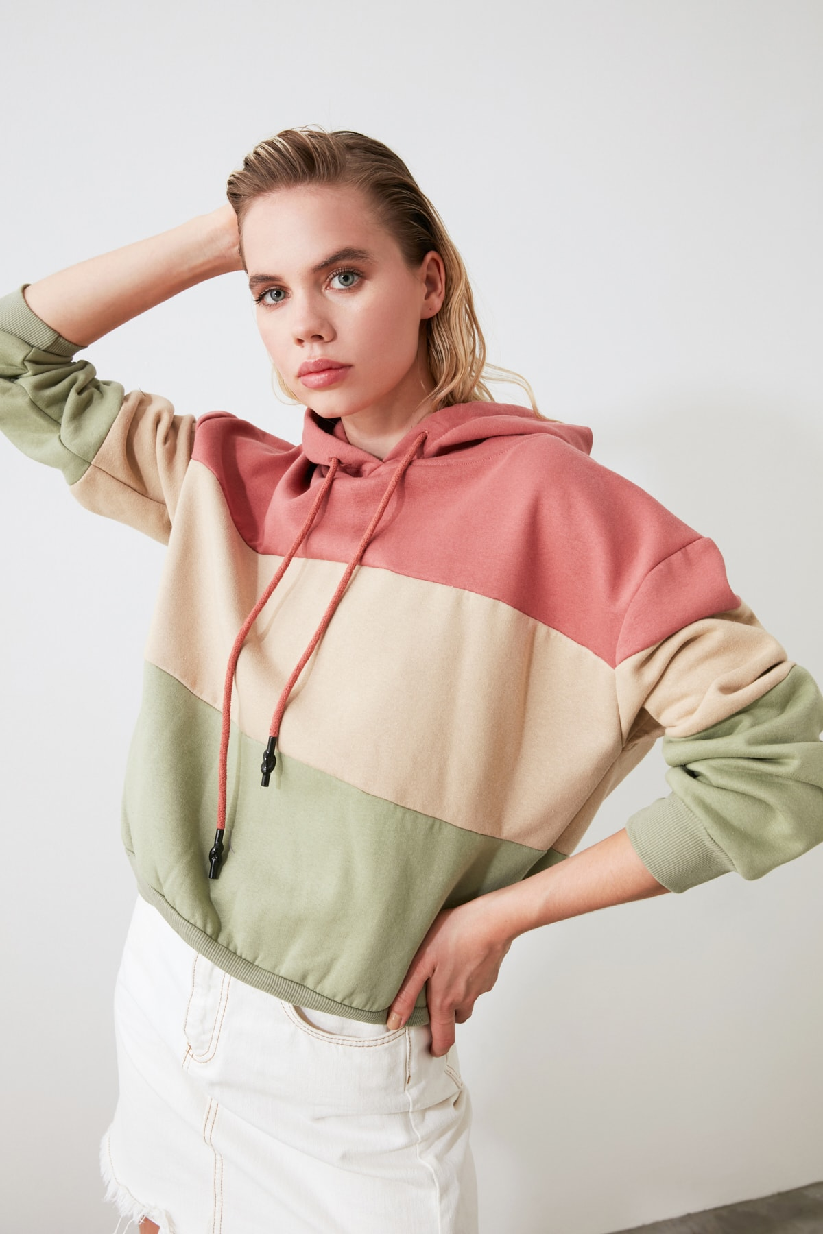 TRENDYOLMİLLA Pembe Renk Bloklu Kapüşonlu Basic Örme Sweatshirt TWOAW20SW0792 1