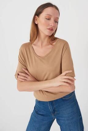 Addax Kadın Camel V Yaka T-Shirt B0225 - L7L8 Adx-00008886
