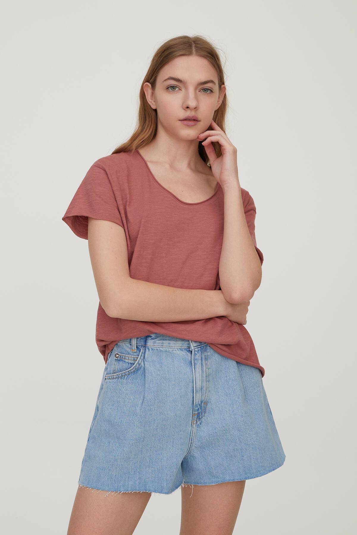 Pull & Bear Kadın Kil Rengi Biyeli Dikişli Basic T-Shirt 05236307 1