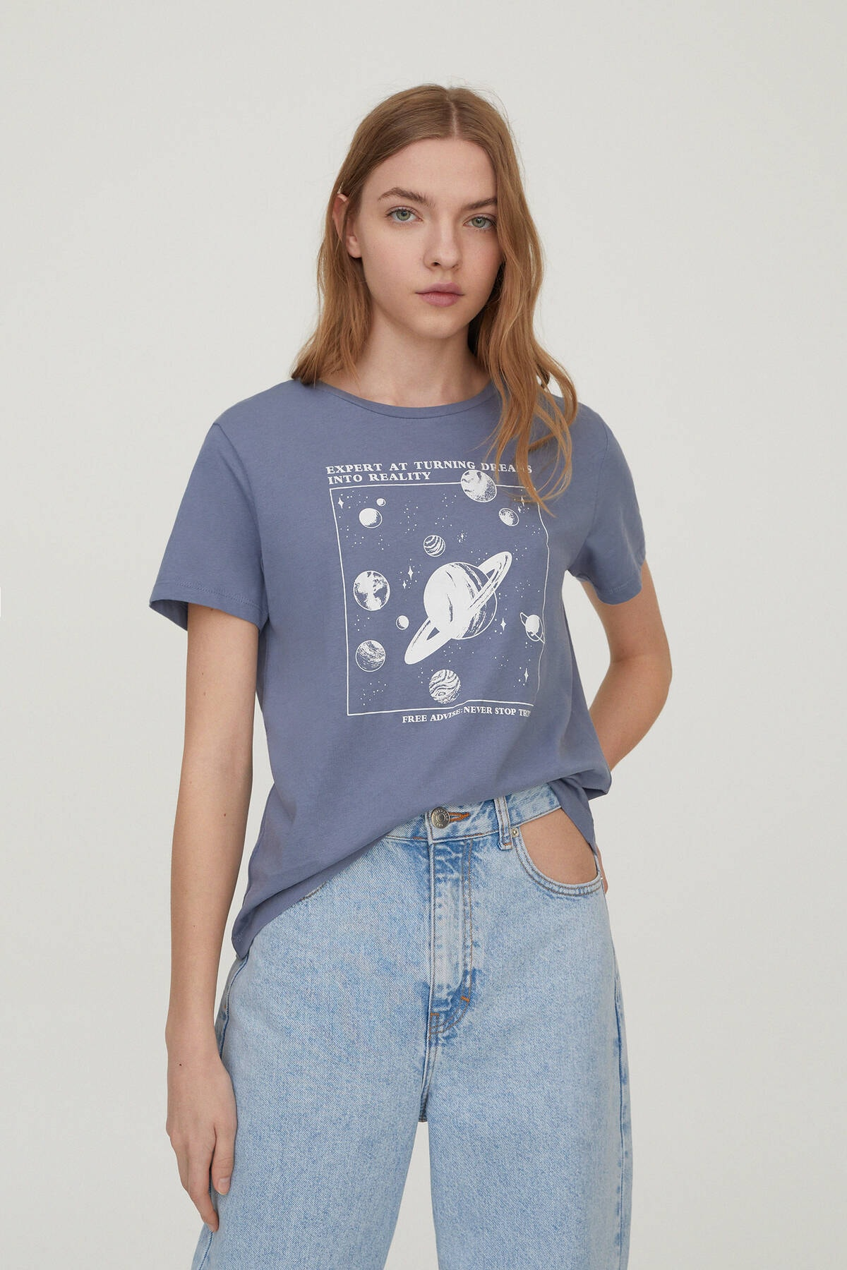 Pull & Bear Kadın Mavi Gri Kontrast Gezegen Görselli T-Shirt 04240311