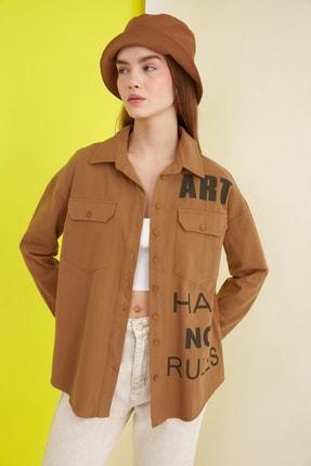 TRENDYOLMİLLA Camel Baskılı Cep Detaylı Oversize Gömlek TWOSS21GO0043