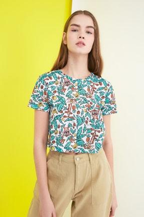 TRENDYOLMİLLA Yeşil Bugs Bunny Lisanslı Baskılı Semiffited Örme T-Shirt TWOSS21TS0156