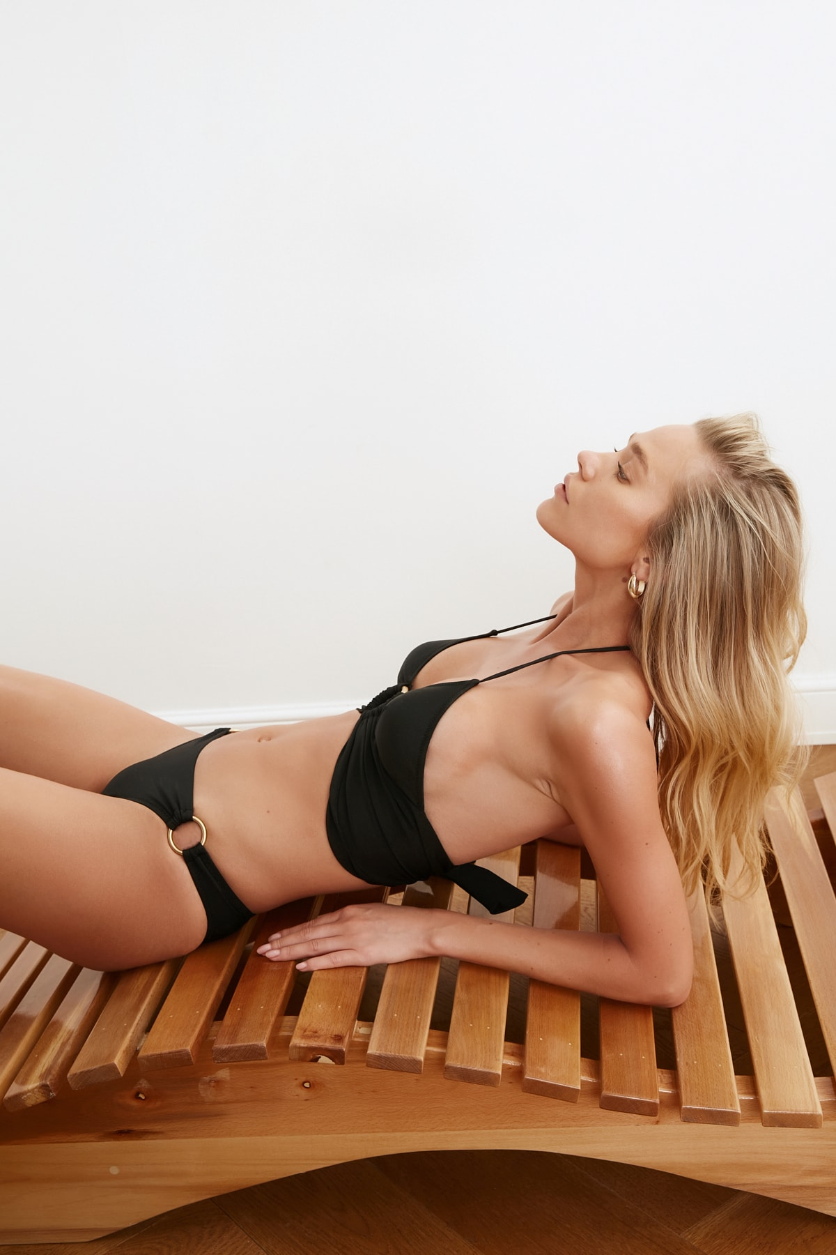 TRENDYOLMİLLA Siyah Aksesuar Detaylı Bikini Üstü TBESS21BU0207 2