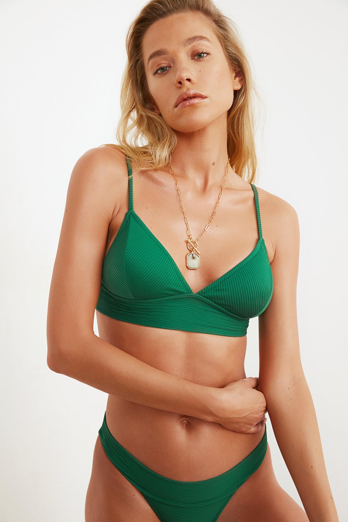 TRENDYOLMİLLA Yeşil Üçgen Bikini Üstü TBESS21BU0085 1