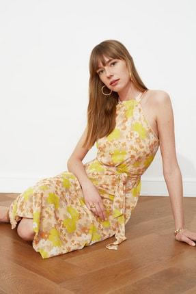 TRENDYOLMİLLA Sarı Kuşaklı Çiçek Desenli Halter Yaka Elbise TWOSS20EL2536