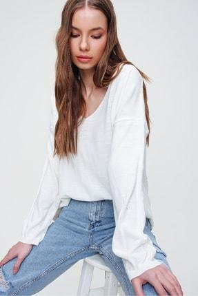 Trend Alaçatı Stili Kadın Ekru V Yaka Oversize Triko Bluz ALC-X5912