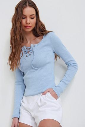 Trend Alaçatı Stili Kadın Mavi Kuş Gözlü Yakası Bağcıklı Fitilli Bluz ALC-X5883