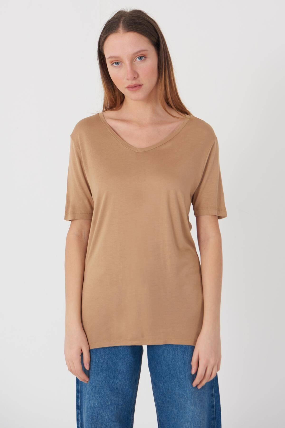 Addax Kadın Camel V Yaka T-Shirt B0225 - L7L8 Adx-00008886 2