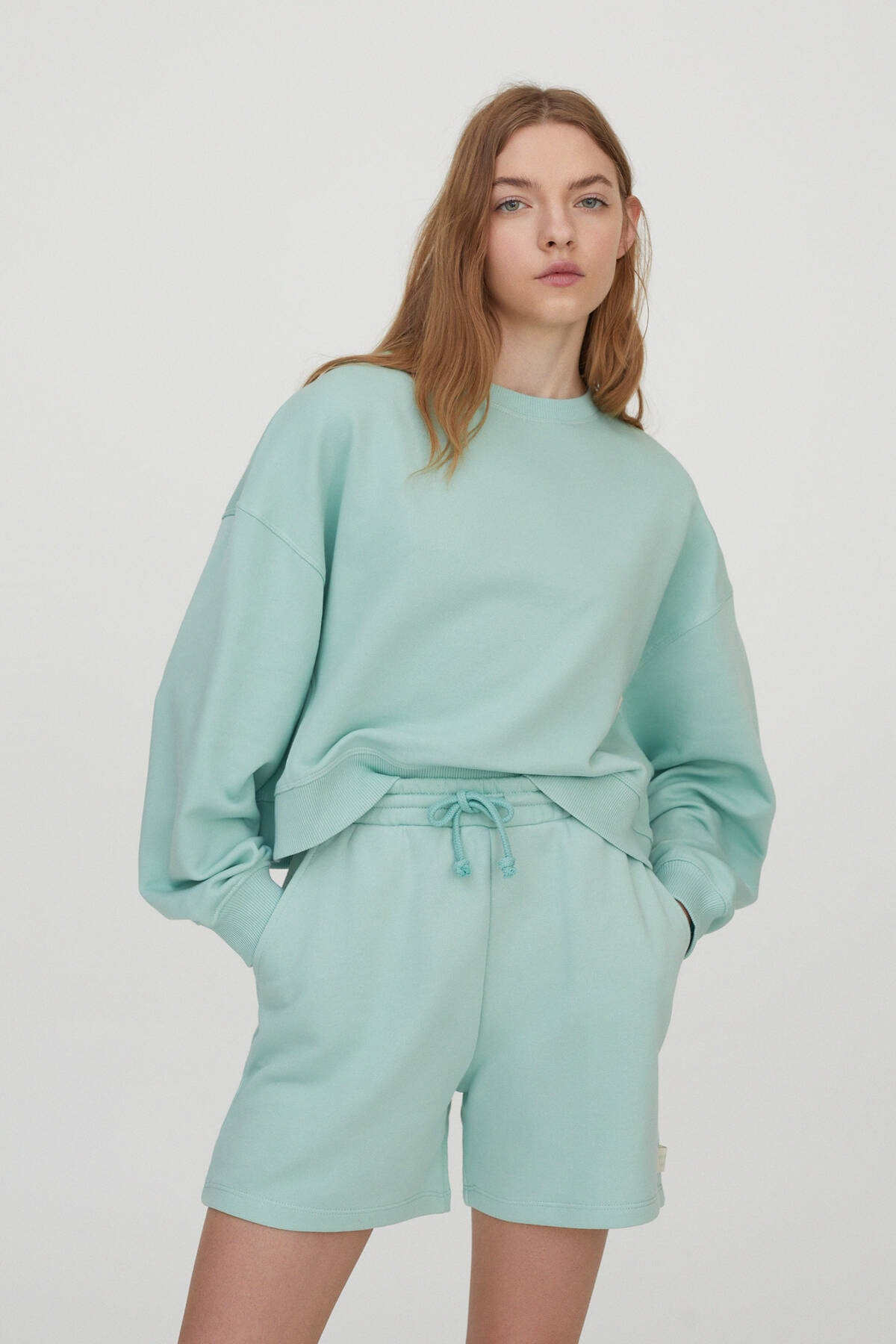 Pull & Bear Kadın Yeşil Bisiklet Yaka Pastel Renkli Sweatshirt 04591376