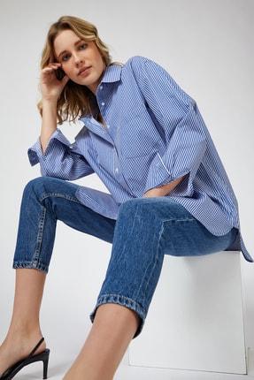 Happiness İst. Kadın Orta Mavi Çizgili Pamuklu Oversize Poplin Gömlek  FN02637