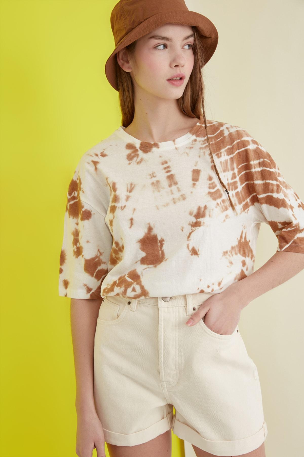 TRENDYOLMİLLA Camel Batik Desen Loose Örme T-Shirt TWOSS21TS0978 1
