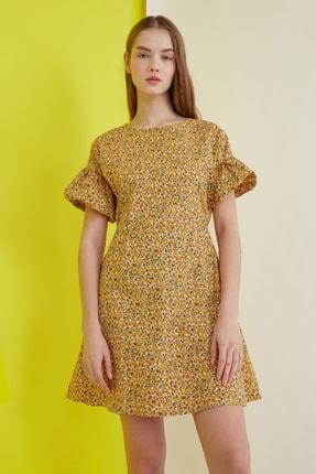 TRENDYOLMİLLA Hardal Çiçekli Kol Detaylı Elbise TWOSS21EL0791