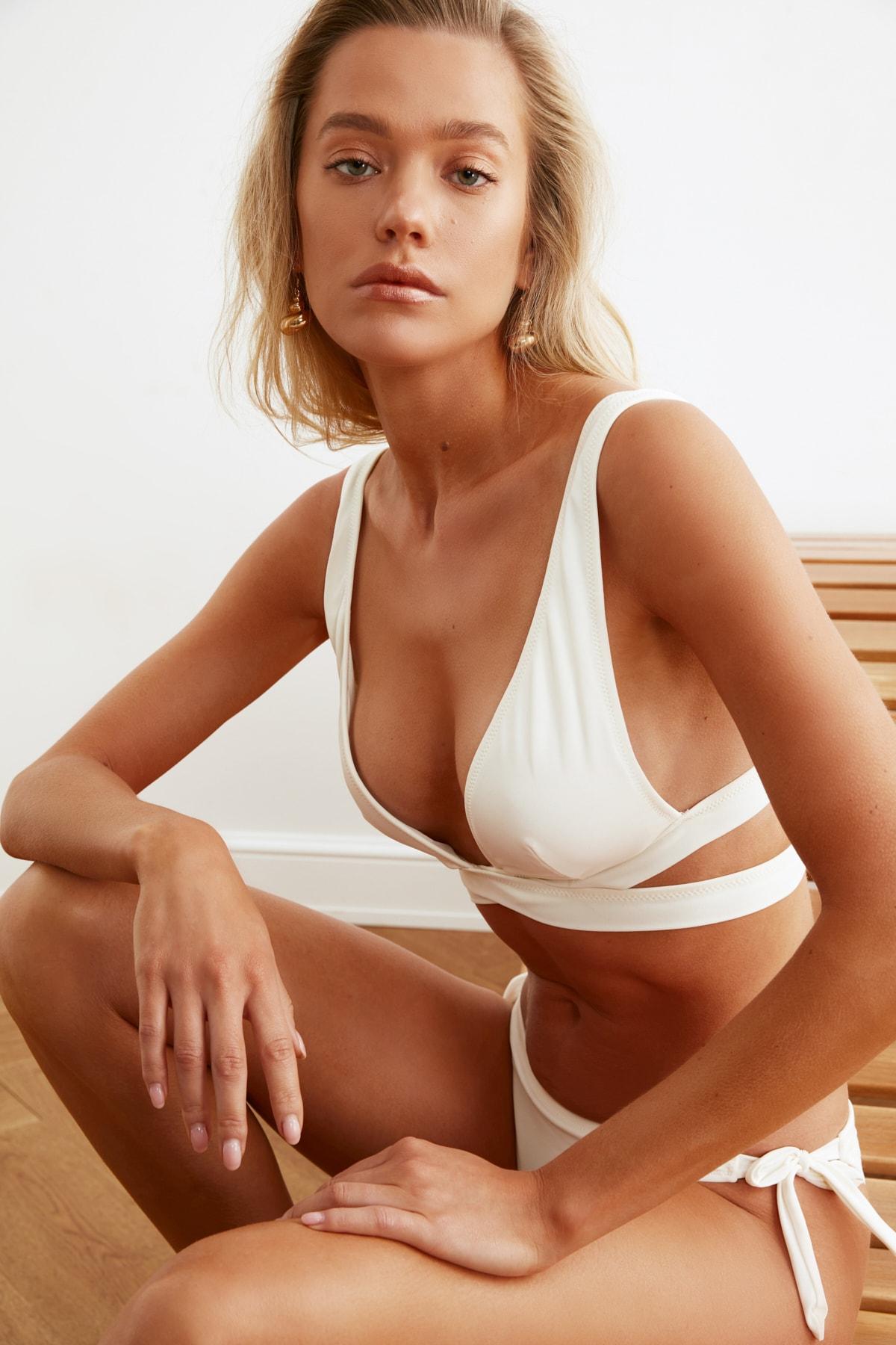 TRENDYOLMİLLA Ekru Bant Detaylı Bikini Üstü TBESS21BU0123 2