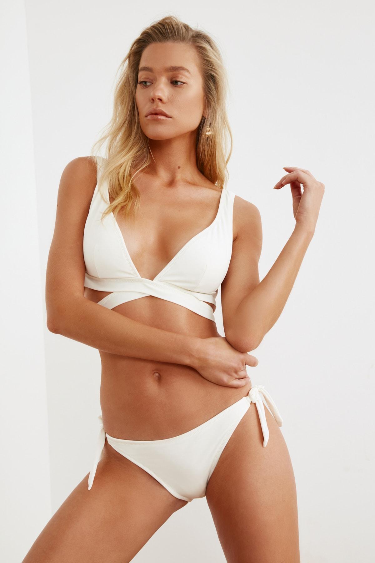 TRENDYOLMİLLA Ekru Düz Kesim Bikini Altı TBESS21BA0283 2