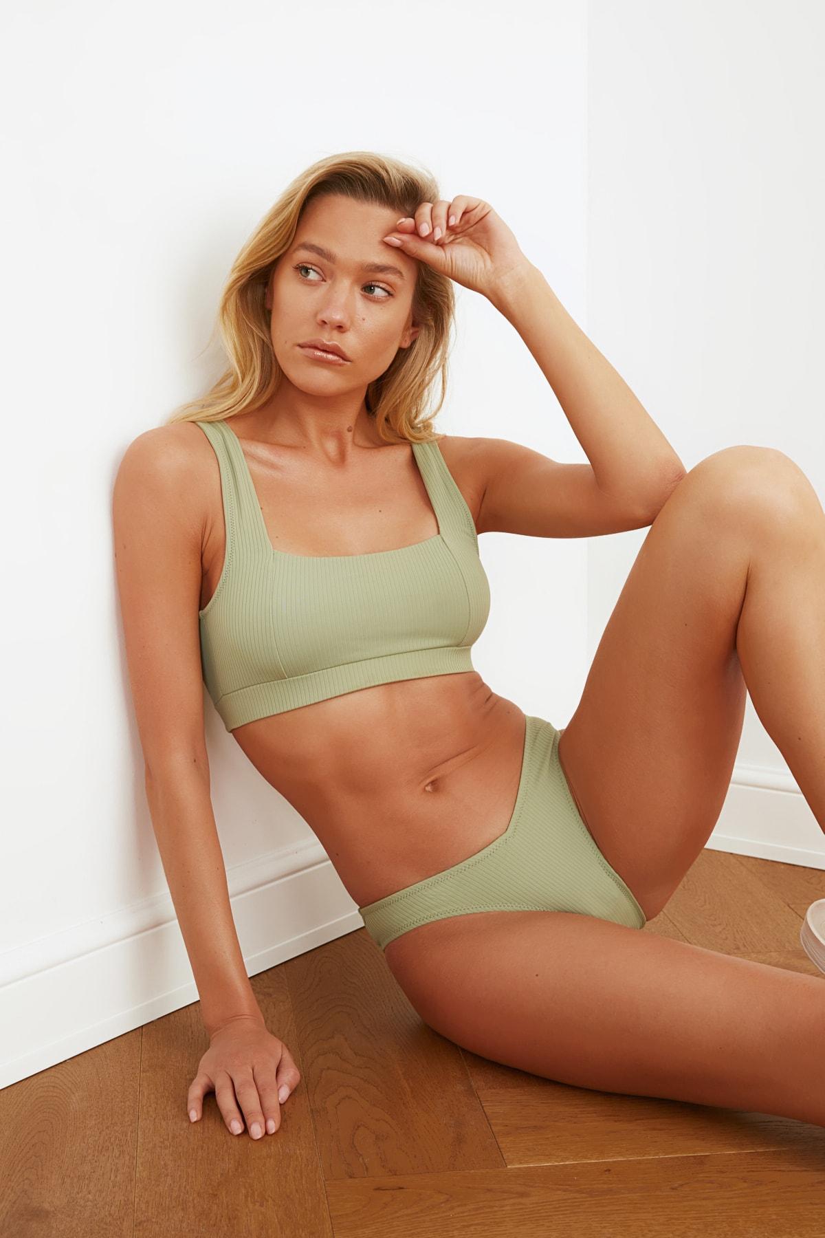 TRENDYOLMİLLA İğde Yeşili Dokulu Bikini Üstü TBESS21BU0146 1