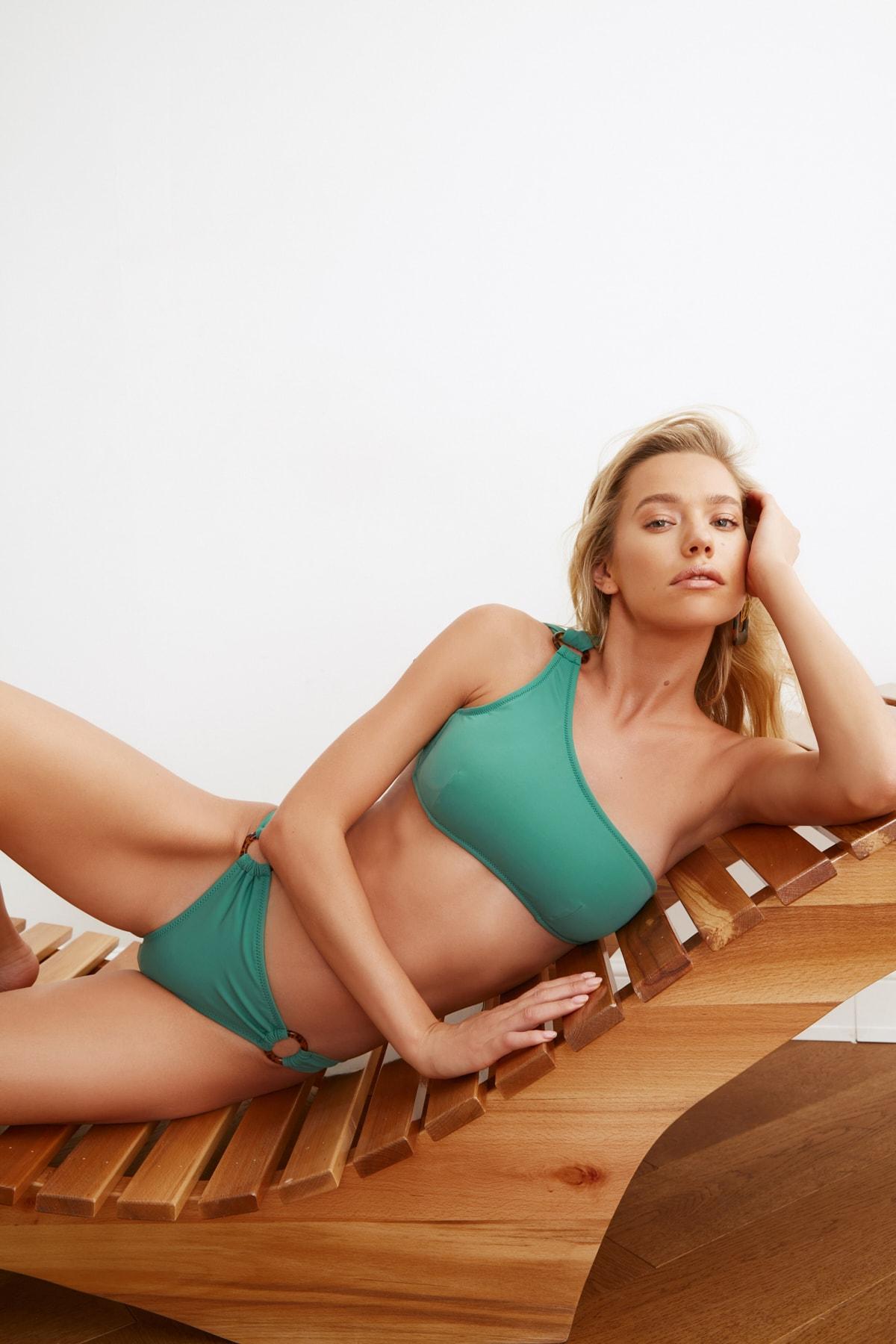 TRENDYOLMİLLA Yeşil Halka Aksesuarlı Bikini Altı TBESS21BA0048 2