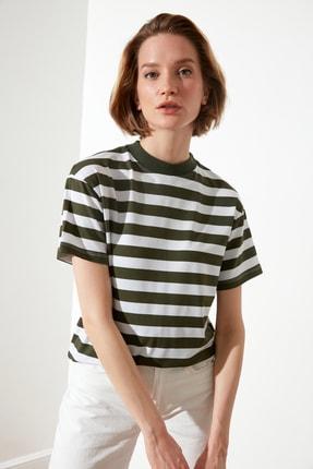 TRENDYOLMİLLA Yeşil Çizgili Basic Dik Yaka Örme T-Shirt TWOSS21TS1204