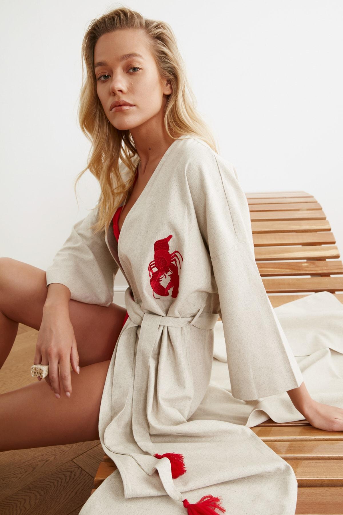 TRENDYOLMİLLA Kırmızı İstakoz Nakışlı Keten Kimono&Kaftan TBESS20KM0051 1