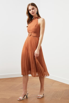 TRENDYOLMİLLA Turuncu Kemerli Puantiyeli Elbise TWOSS20EL1341