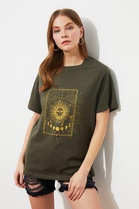 TRENDYOLMİLLA Haki Baskılı Boyfriend Örme T-Shirt TWOSS20TS0247