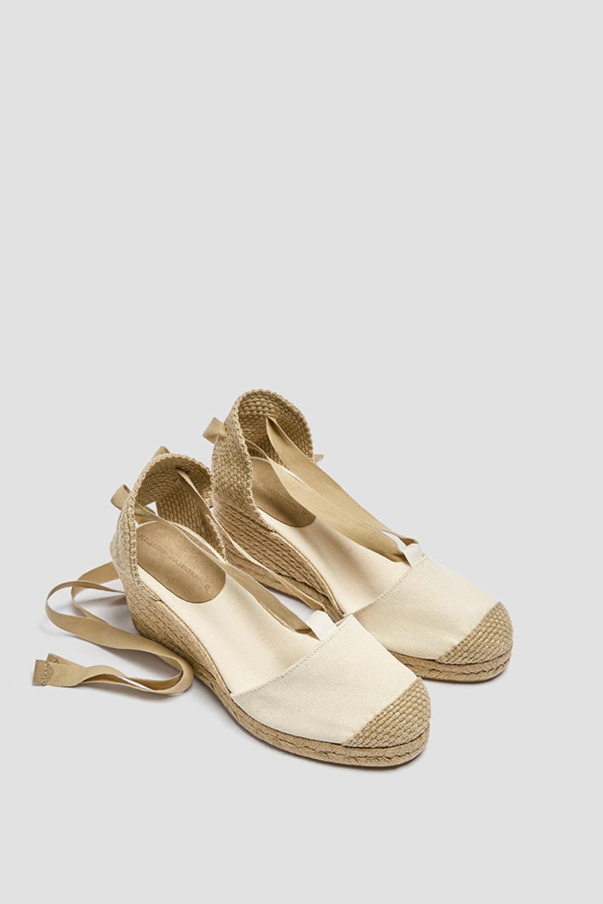 Pull & Bear Kadın Ekru Bağcıklı Jüt Dolgu Topuk Sandalet 11502740