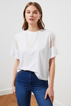 TRENDYOLMİLLA Beyaz Kolları Tül Detaylı Örme Bluz TWOSS21BZ0641