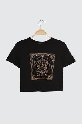TRENDYOLMİLLA Siyah Baskılı Crop Örme T-Shirt TWOSS21TS1111